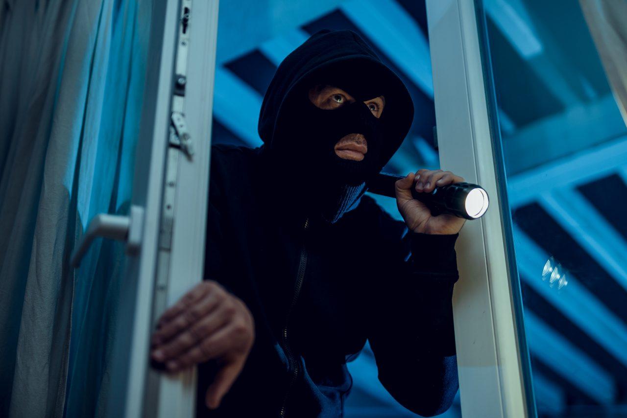 Robber breaks house door